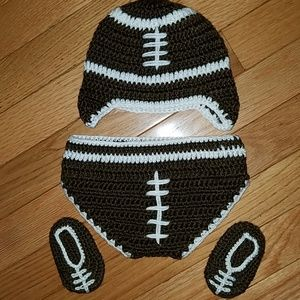 Adorable picture perfect football outfit